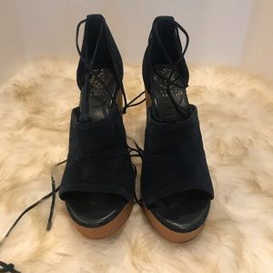 NWOB Vince Comuto Wedges